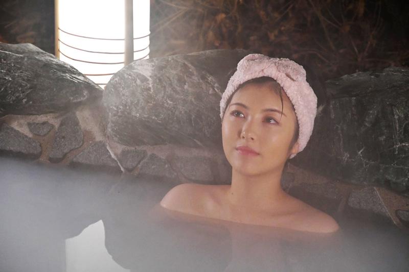 📽️ドラマ『#アリバイ崩し承ります』の公式ブログで #浜辺美波 さんが露天風呂でくつろいでる姿が公開😉💕「時乃の癒しタイムとして話題のお風呂シーンも今夜はパワーアップ💪♨️」@alibi_ex@MINAMI373HAMABEブログはこちら⬇️