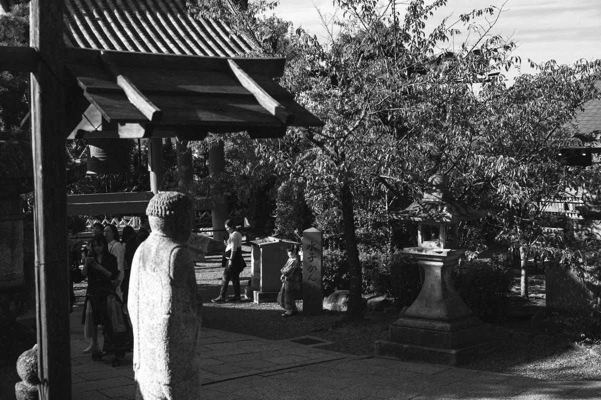 これも適当に引っ張り出してきた。  #写真好きな人と繫がりたい  #ファインダー越しの私の世界  #京都  #photography  #streetphotography  #blackandwhitephoto