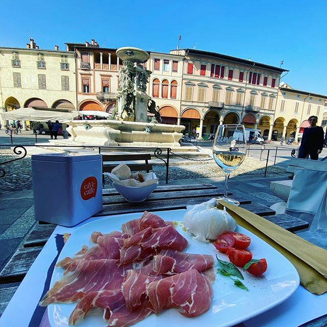 Lunch 🍴 Prosciutto , burrata , Prosecco ❤️ ランチはブッラータとプロシュートとプロセッコ❣️ #旅行 #イタリア #ロマーニャ #プロシュート #ブッラータ #プロセッコ #ファエンツァ #travel #faenza #prosciutto #burrata #prosecco