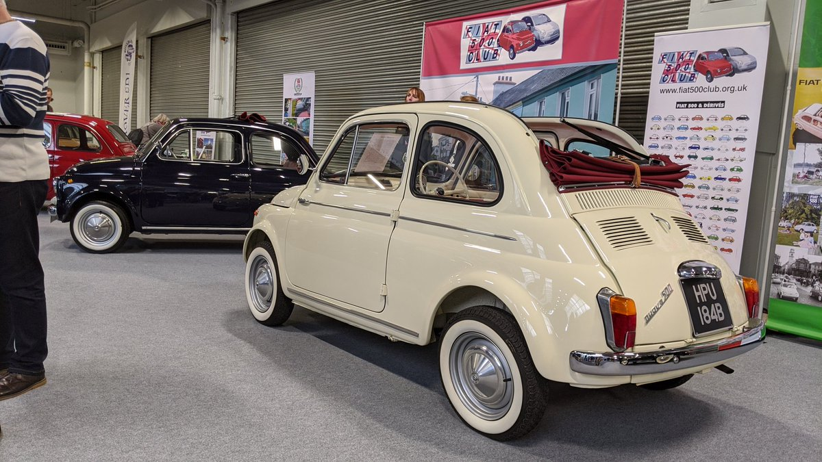 A handful of charming classic Fiat 500s on the club stand. We have sold three examples on @collectingcars_ in the last nine months. https://t.co/AlFTNwAptC