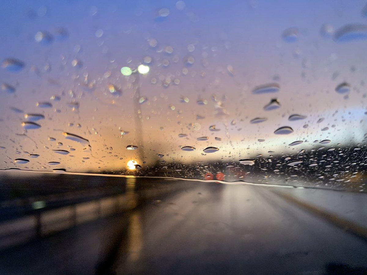 Da soll mal einer sagen, dass nach dem Regen nicht wieder Sonnenschein kommen kann!!! #thinkpositive  #bestview #photography  #raindrops  #sunshine  #sundown  #sunnyday  #bestview #goodlife