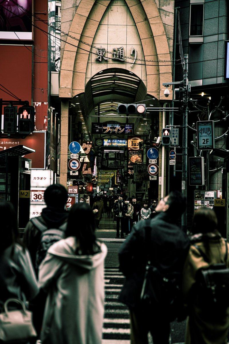 「毎日フォトブック52」 ~ #これを見た人は大阪の画像を貼れ ~ ・ ・ ・ 東梅田のとある通り ※縦写真です #photography #photo #love #picture #photographer #highschool #camera #写真 #カメラ #写真好きな人と繋がりたい #ファインダー越しの私の世界 #coregraphy #snap #スナップ #スナップ写真