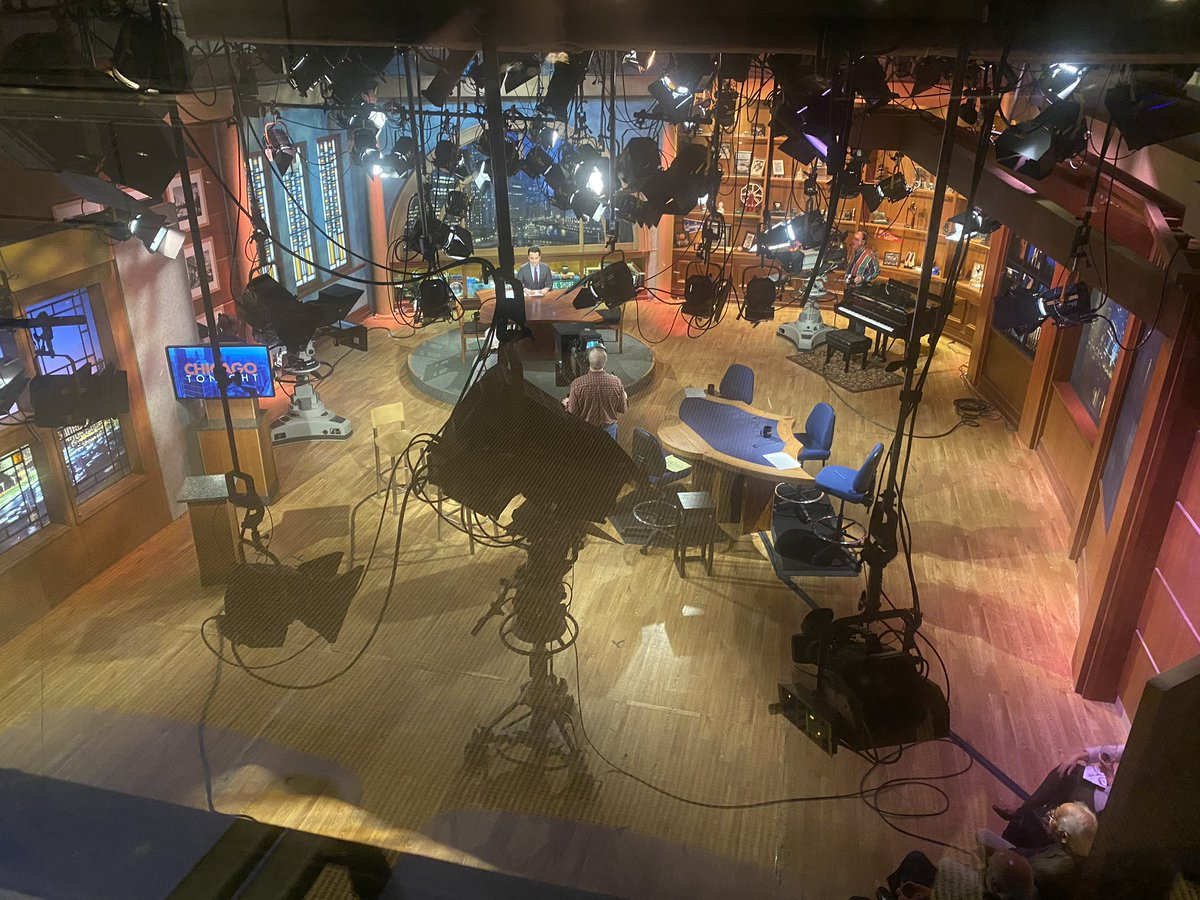 CHECK IT OUT 👀  - What's the solution to #FakeNews? It's the independent voice of #PublicBroadcasting - @wttw - Chicago PBS News team has TWO OPPORTUNITIES: -Reporter/Content Producer -Associate Digital Reporter -  - @NAHJ @NABJ @aaja @najournalists @nlgja