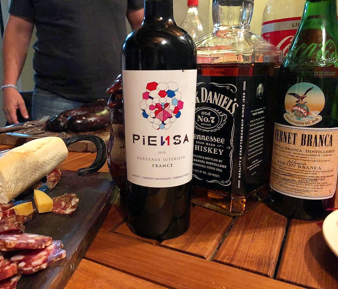 Sábado que te quiero sábado 😁🚀🎼 . Bomba 💣 bomba 💥 . . #piensawines #wine #redwine #instawine #winecellar #winebar #winestagram #winelover #wineoclock #winemaker #winemakerslife #winecellar #vino #vindefrance #bordeaux