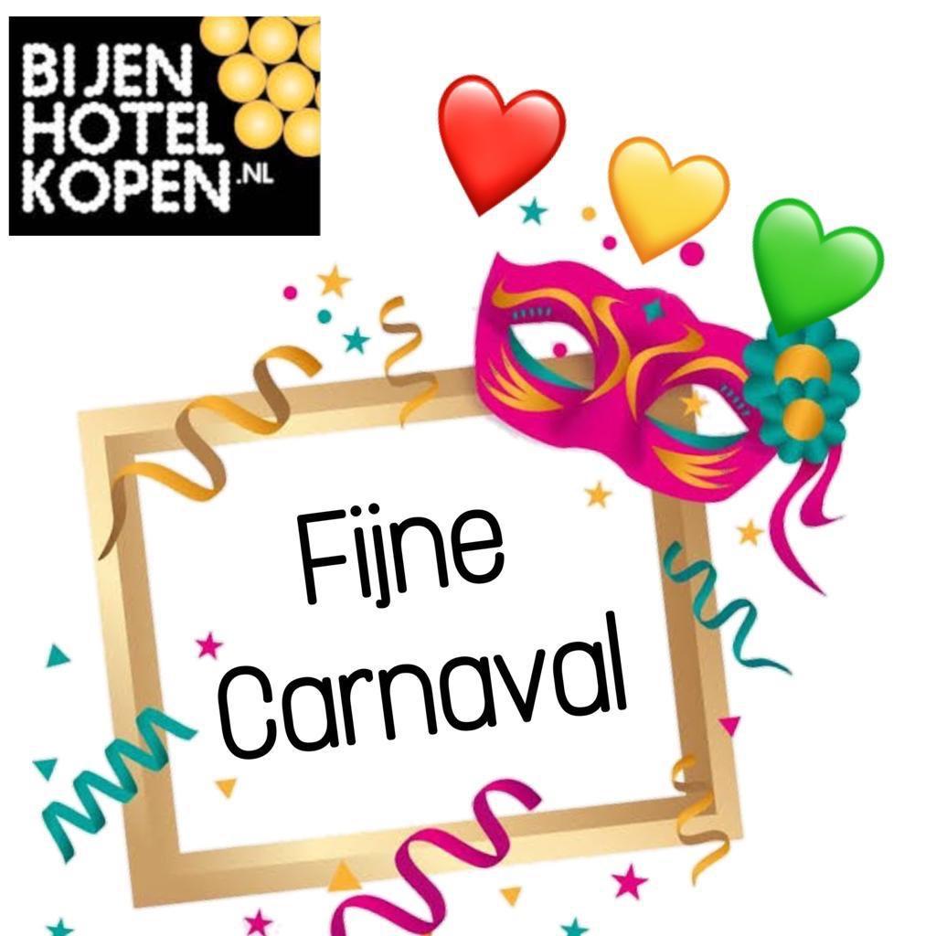 Wij zijn ondanks de storm en regen helemaal in de stemming   Wij wensen iedereen een hele fijne carnaval. Alaaf #carnaval #feest #samenvierenpic.twitter.com/imImaS9DZF