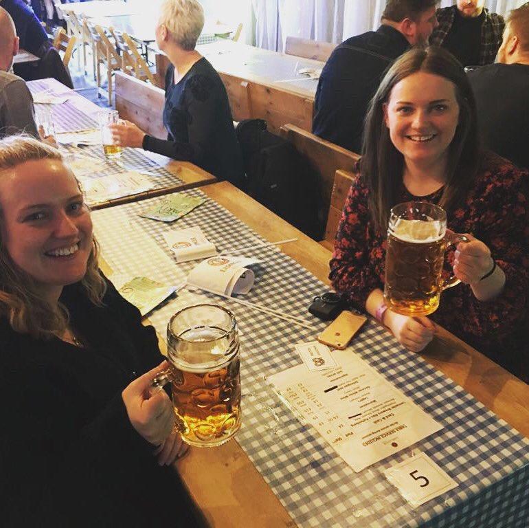 Zwillingsschwester + Fruhlingsfest + Erdinger = Sehr gut!! pic.twitter.com/nUozjZOtJA