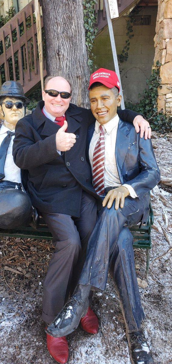 Dr. Emory and President Obama are ready to #MakeAmericaGreatAgain @realDonaldTrump @DonaldJTrumpJr #KeepAmericaGreatpic.twitter.com/Qn6qTVBSd3