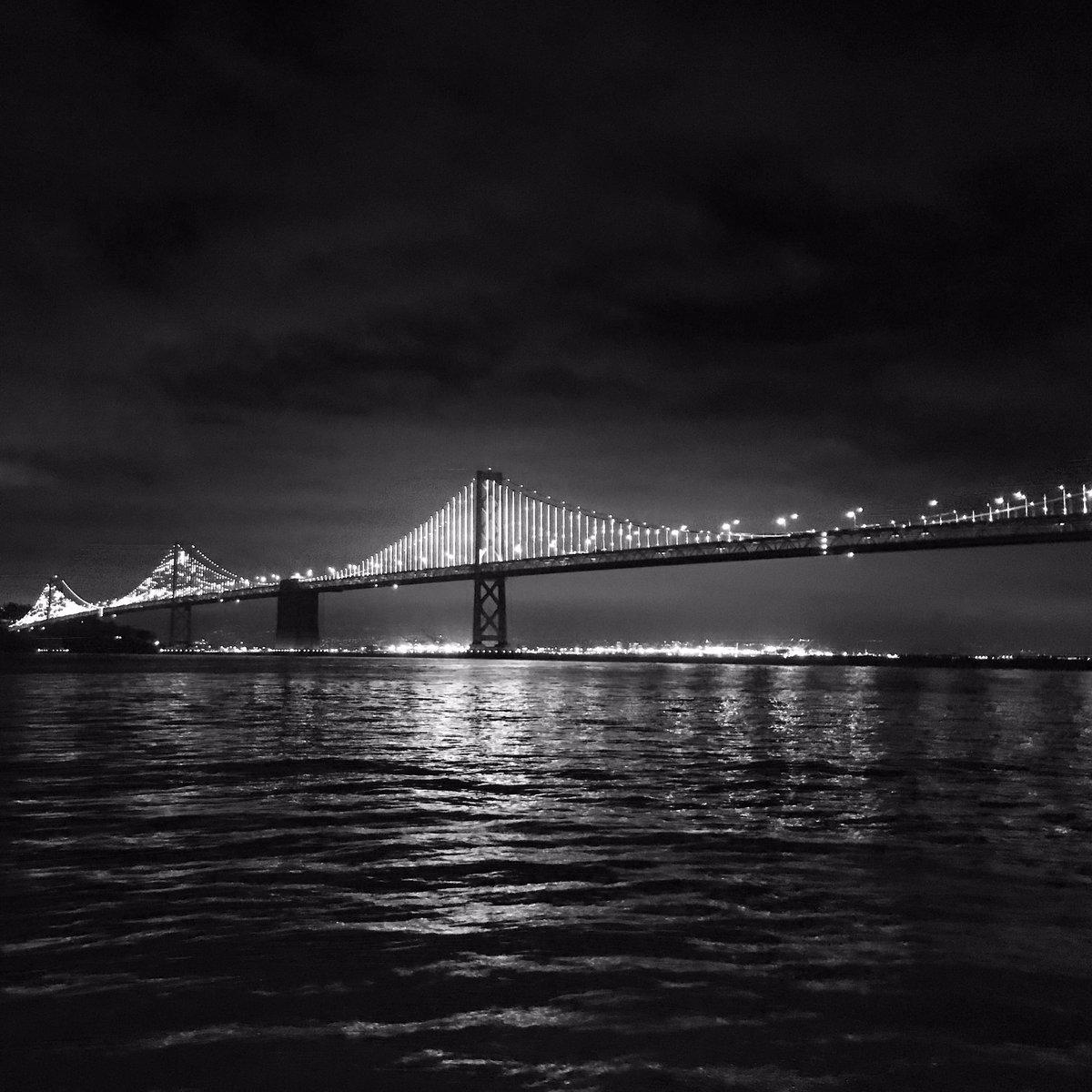 Night Lights  • #bayarea #sf #sfbayarea #sanfrancisco #embarcadero #baybridge #nightscapes #nightlights #nightsinthecity #city #citynights #waterview #bayview #bay #bridge #instagood #weekend #blackandwhitepic.twitter.com/cwG0asimuy