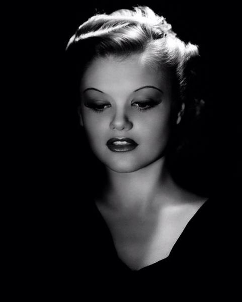 SIMONE SIMON > French film star, remembered for her role as the heartless femme Severine in La Bete Humaine, co-starring Jean Gabin * A review at http://CineMatasMovieMadness.com  : International Films : @noirfoundation #filmnoir pic.twitter.com/Gjq9SBkRVh