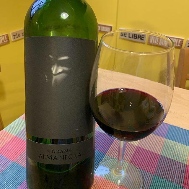 Se va acabando la mamadera 🍼 🍷 @domainealmanegra Gran Alma Negra 2014 que compartimos en los #10AñosEVM gracias a @alvarobafficook . . #vino #almanegra #ernestocatenavineyards #wine #winelover #magnum #winetime #winelife #winestagram #instawine #vin #vinho #wein