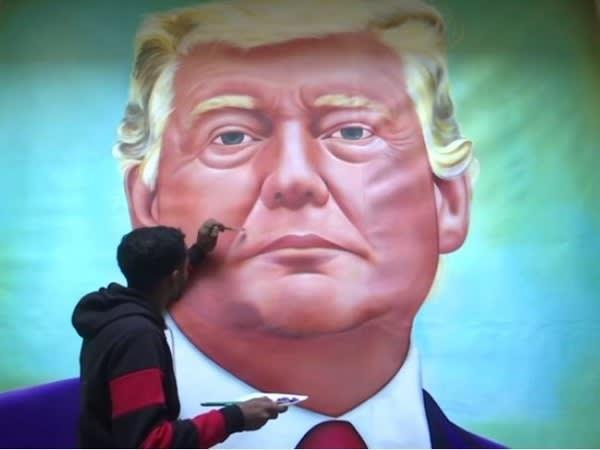 #Amritsar-based artist Jagjot Singh Rubal has created a painting of US President Donald Trump who will be visiting India next week. The 10-by-7 feet oil painting took Rubal 20 days to complete. @realDonaldTrump  #TrumpIndiaVisit #TV9Newspic.twitter.com/UUaHEHshRd