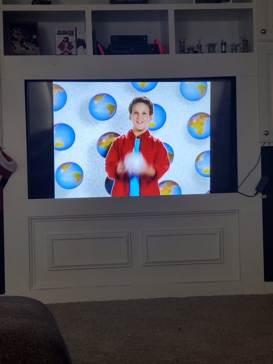 This is my kids 18373292 time rewatching #BoyMeetsWorld . Shes been rotating between this and #GirlMeetsWorld for the last like 5 years lol pic.twitter.com/xsw52SJtTC