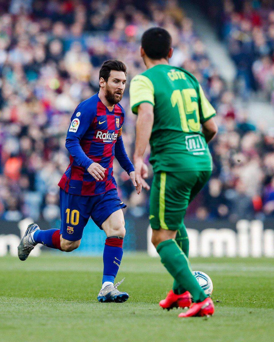 ⏱ Começa o 2º tempo ! 🏟 ⚽️ #BarçaEibar 3️⃣-0️⃣ 👟 #Messi (x3) 👑  👊 Vaaaaaamos Baaarça! 🔵🔴