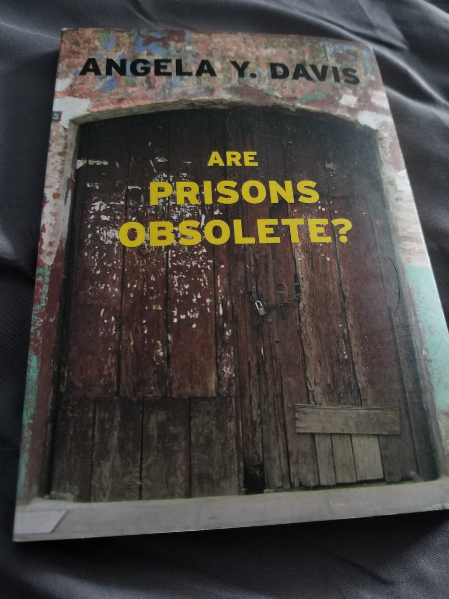 """""""Prisons relieves us of the responsibility of seriously engaging with the problems of our society, especially those produced by racism and, increasingly, global capitalism"""" - Angela Davis  https:// twitter.com/NonameBooks/st atus/1231240455813128192  … <br>http://pic.twitter.com/Mu4iHyz9ji"""