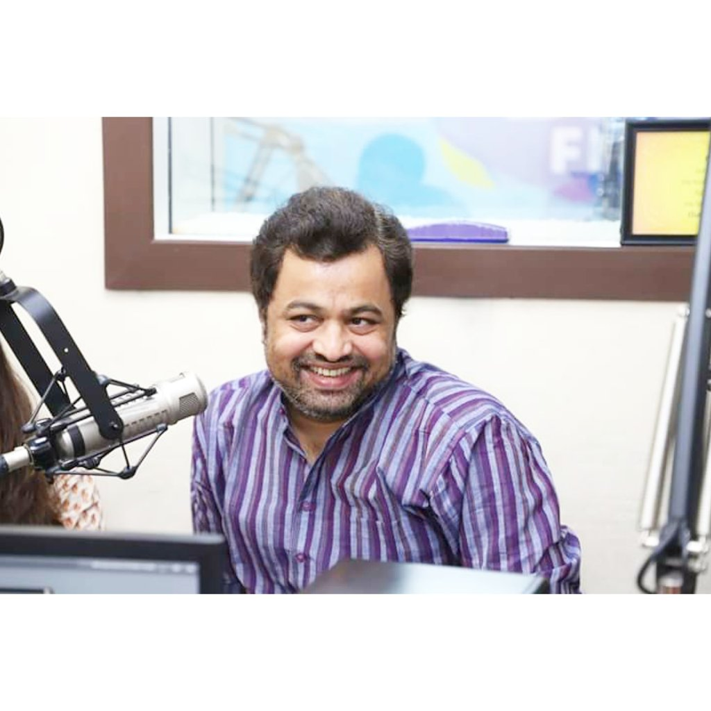 @subodhbhave sparkling beautiful smile at his  recent interview for his upcoming Horror film #BhayBheet @bhaybheetfilm  28th Feb 2020  #SubodhBhave #KingBhave #SmileKing #Film #marathiSuperstar #Marathi #marathiCinema