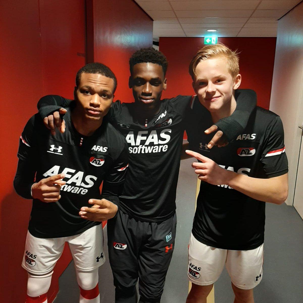🚢 AZ Onder 16 haalt uit in Rotterdam.  De ploeg klopt Feyenoord met 1⃣ - 5⃣.  ⚽️ Doelpunten: Strijdonck (3), Poku & Kerssens.  #AZO16 #feyaz