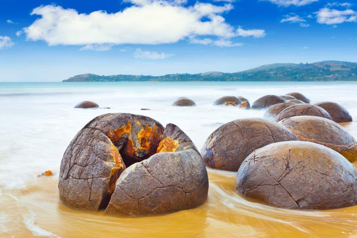 Les Moeraki Boulders , étranges et magnifiques en même temps...💜  #MoerakiBoulders #Plage #Beach #Rocher #Roche #Rock #NewZealand #NouvelleZelande  #NZL #Koekohe #paysage #Earth #Monde #amazinglybeautiful #Amazing #nature #NaturePhotography #Natural #NaturalBeauty