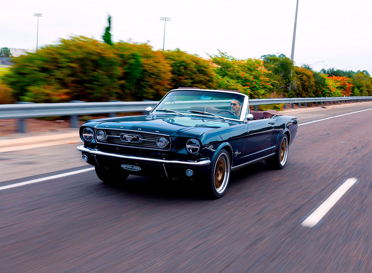 New levels of driving pleasure.  The Revology 1966 Mustang GT Convertible.  Officially licensed by Ford.    #revologycars #mustangstory #instagood #reproductionmustang #ford #mustang #classicmustang #exoticcars #candyapplered #coyoteengine #coolcars #mustangconvertible #teal pic.twitter.com/mIMXRxdmxG