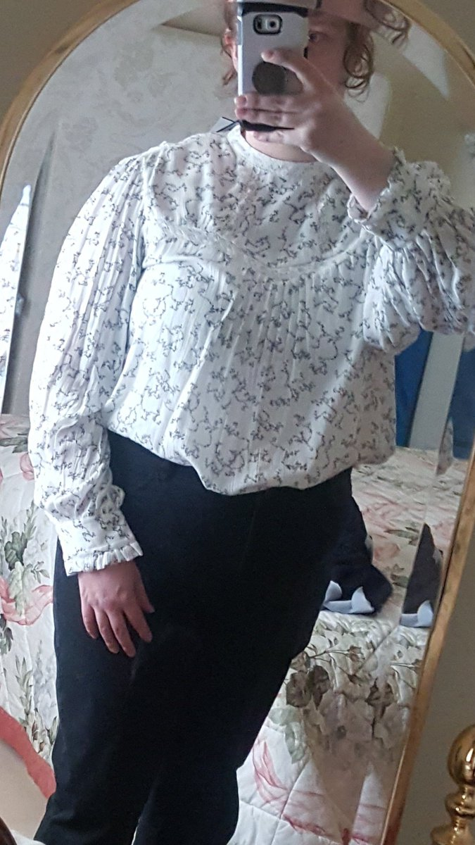 I'm slowly morphing into a victorian and i love it. pic.twitter.com/EcExZcwDVY