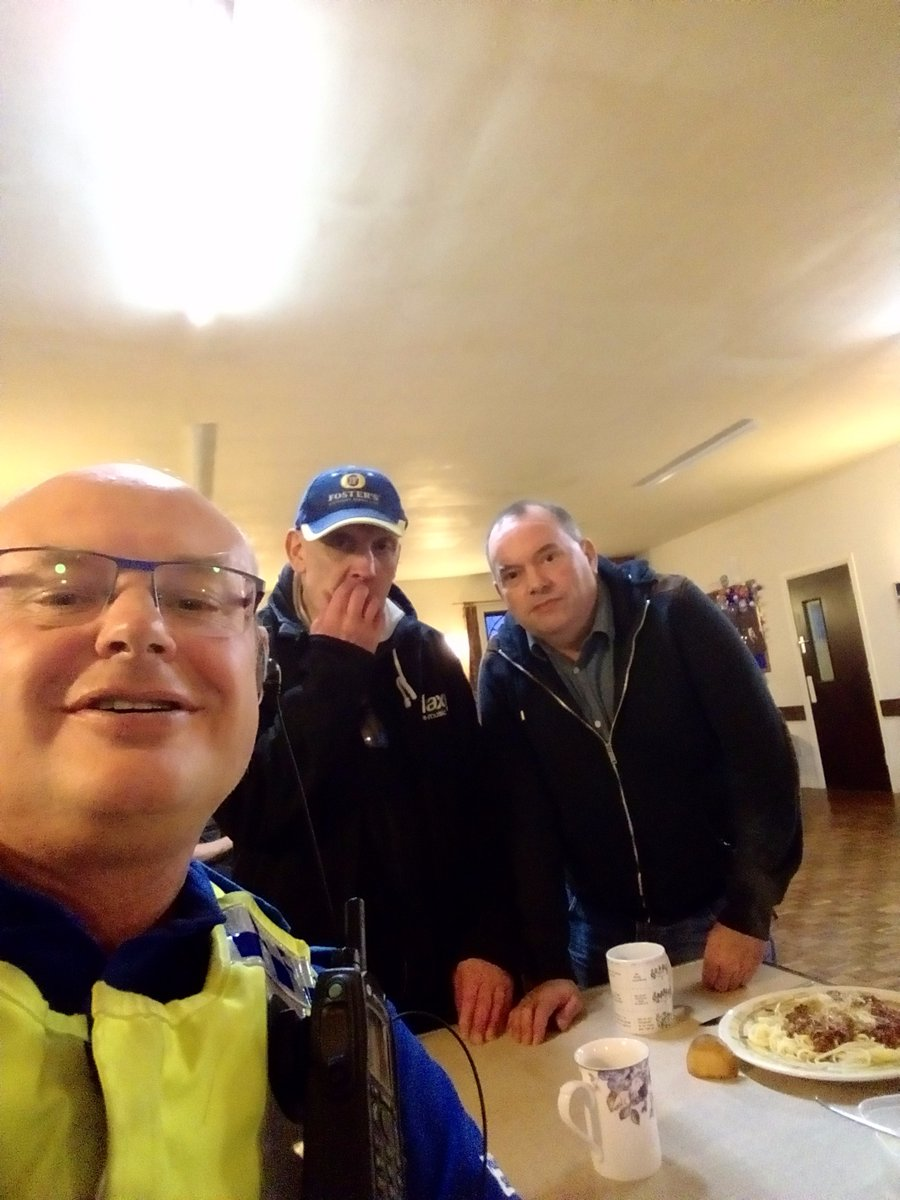 Great turnout at Macclesfield Community Kitchen at St Paul's Church #Macclesfield. Free food is being served. Come along and enjoy the company and spaghetti boll #macclesfieldcommunitykitchen #communityspirit #macceastandsuttonpolice #hereforyou #wecare #jimsnewspic.twitter.com/oeCgyivS93