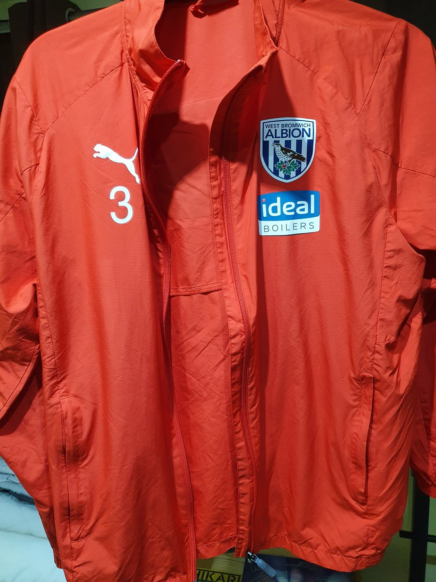 Kieran Gibbs training jacket from last season arrived today. Great addition to my collection! #WBA https://t.co/ecrjfjen0I