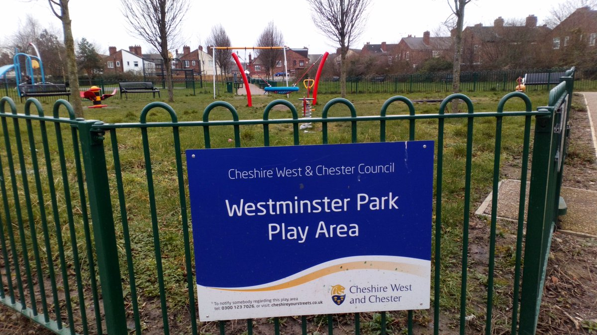 On foot patrol this afternoon checking on the local Westminster parks and asb hotspots. #hereforyou pic.twitter.com/jUKWyCCWme