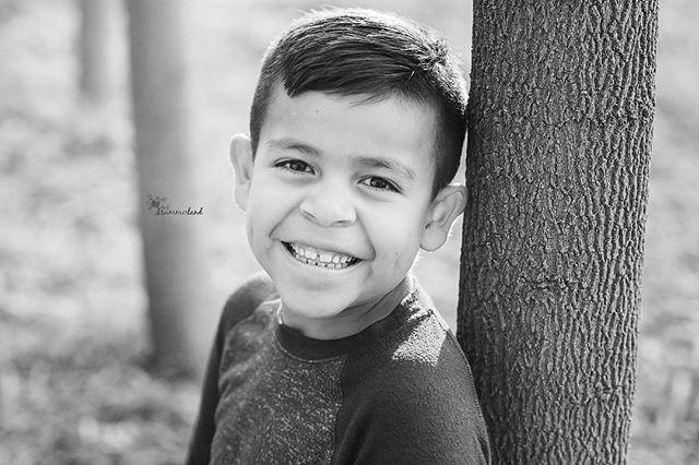 The dimples  . . . . . #childoffig #yourkidssmile #enchantedchildhood #clickmagazine #clickinmoms #atdiff_kids #lifeandlensblog #themindfulapproach #childhoodeveryday #featurememozi #thedocumentarymovement #thelifestylecollaborative #deep… https://ift.tt/2wFiwb1pic.twitter.com/nNpzjuLbdL