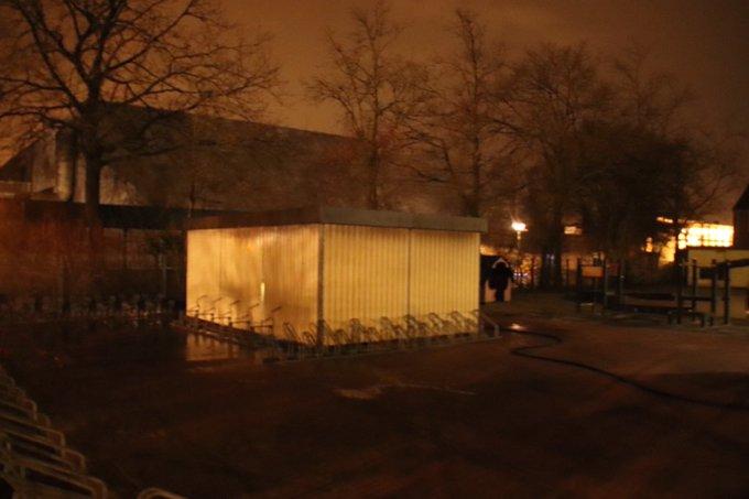 Brand bij school Kameleon Eikenlaan betrof beginnende brand in fietsenhok wat door brandweer is geblust https://t.co/UzjfF8d3Zs