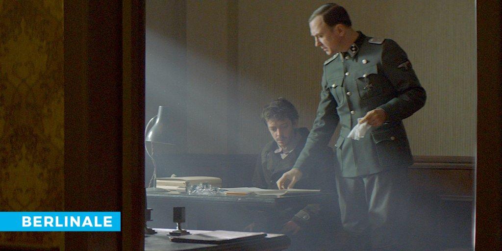 In Vadim Perelmans PERSISCHSTUNDEN erfindet ein KZ-Insasse eine ganz neue Sprache, um als angeblicher Perser einem SS-Offizier Farsi beizubringen - ein Spiel, das jeden Moment aufzufliegen droht. @Mietgeist hat den Film bei der Berlinale gesehen.  https://buff.ly/2Vfn0zspic.twitter.com/7yr4jWvlJ9