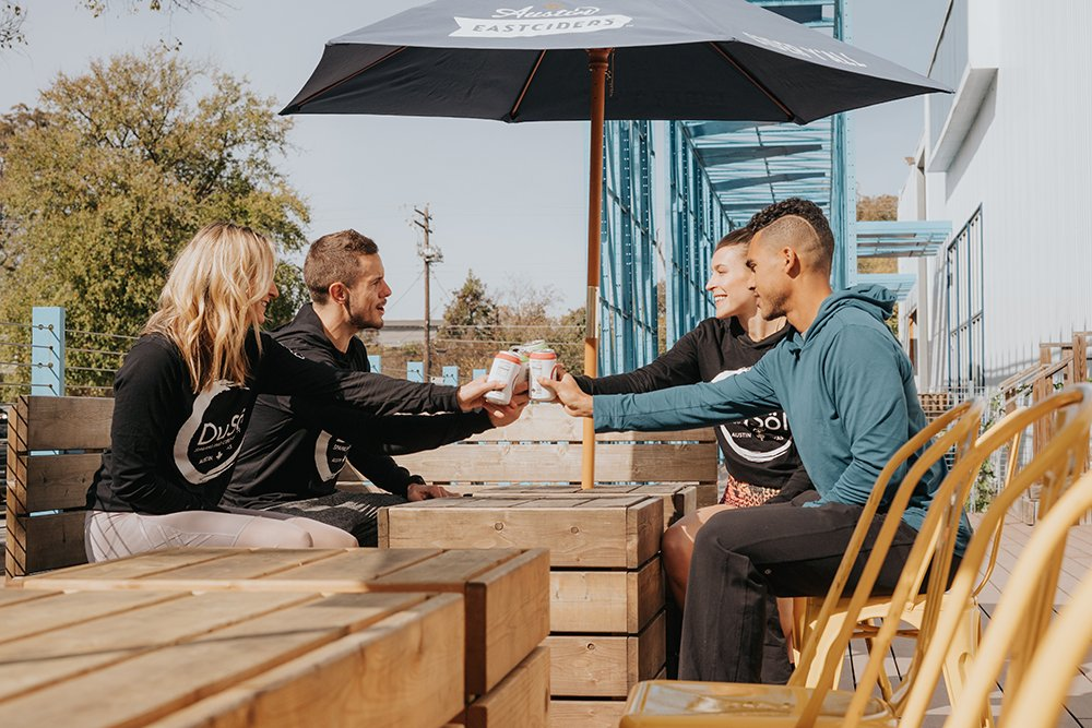 True friends share the wellness wealth. Create a new tradition with friends and redefine happy hour with DuSöl! . . . #cbdlifestyle #wellnessthatworks #wellnesstips #wellnesslifestyle #sparklingwater #staytruetoyou #plantmagic #happyhour #fitnessfriends #recoverydrinkpic.twitter.com/bPqovGPp0d