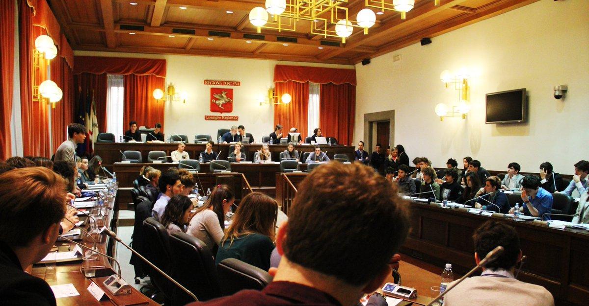 Una nostra simulazione sull'esito delle prossime #elezioniregionali in #Toscana sulla base di un sondaggio pubblicato oggi dai maggiori quotidiani locali: https://www.political-data.it/2020/02/22/regionali-in-toscana-centrosinistra-maggioranza-grazie-a-italia-viva-dove-scattano-gli-eletti/?fbclid=IwAR0Ftr6bbfErKwIcRMM2wlDUtxSCb36XPb7Pdt9pk1ty0awc9z7N-5AQwdM…pic.twitter.com/qGOBWO3SwO
