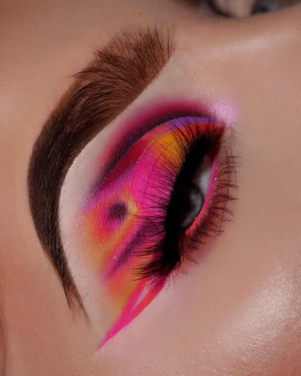 Tag a #MorpheBabe who should re-create this look! 👇  CRAZY in LOVE 💕🤯 #MorpheBabe @makeupharriet went IN on these VIVID shades from her @Jaclynhill Palette Volume II. YES HUNNY! #Morphe #BlendTheRules #MorpheXJaclynHill