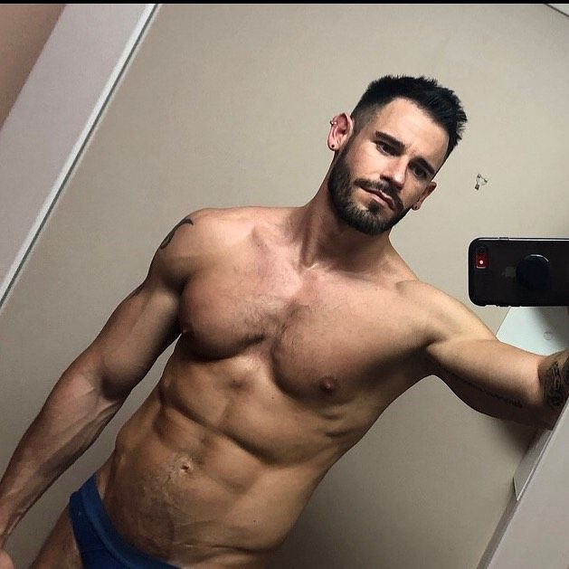 Now seems as good a time as any to start counting down to holidays. And @andrew_playle is staying in the gym until he flies! ... #instagay #gay #fitness #instafit #fit #fitfam #gayguy #gaymen #gaygym #scruff #gaydaddy #gym #workout #gayfit #gayjock #gayselfie #trainingpic.twitter.com/aql0U910n5