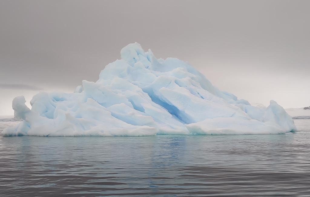@takacho_01 残念だったな。 私は今、南極の海の上だ。  #よりもい #宇宙よりも遠い場所 #よりもい聖地巡礼旅 #南極 https://t.co/XgN2SJ7u7K