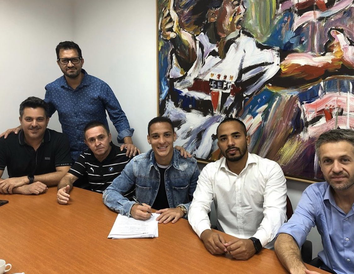 Confirmed. Antony has just signed his contract as new Ajax player: the Brazilian winger will arrive on next summer from São Paulo. Here we go! 🇧🇷 #Ajax #transfers