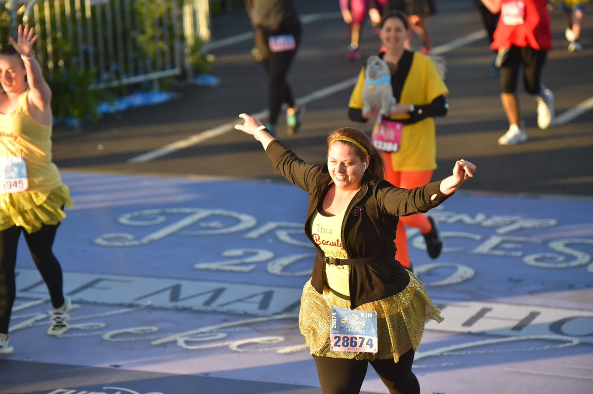 Zoom in on the surprise behind me  there's a reason I love races that are Disney themed. #runDisney #PrincessHalf<br>http://pic.twitter.com/Dr5HrCiKnT