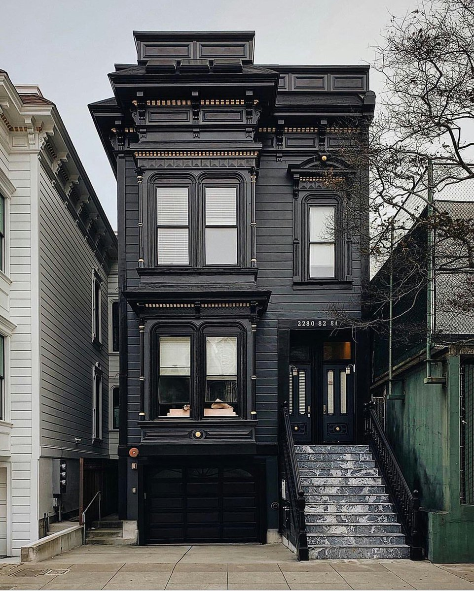 #Architecture Awesome of the Day: Black Painted #Victorian #House 🏠 in #SanFrancisco #US 🇺🇸 via @sademimar01