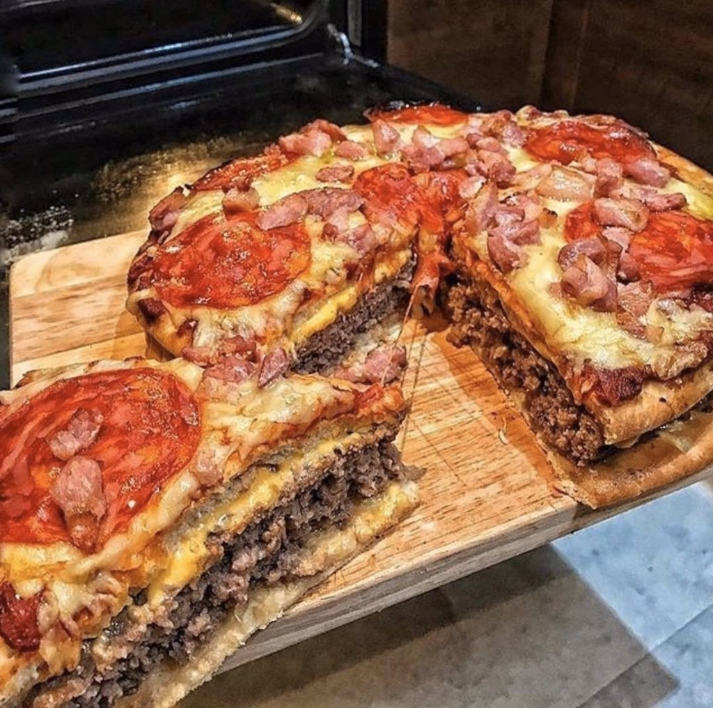 Therapist: Cheeseburger Pizza doesn't exist it can't hurt you Cheeseburger Pizza: pic.twitter.com/VyO2sQ19WK