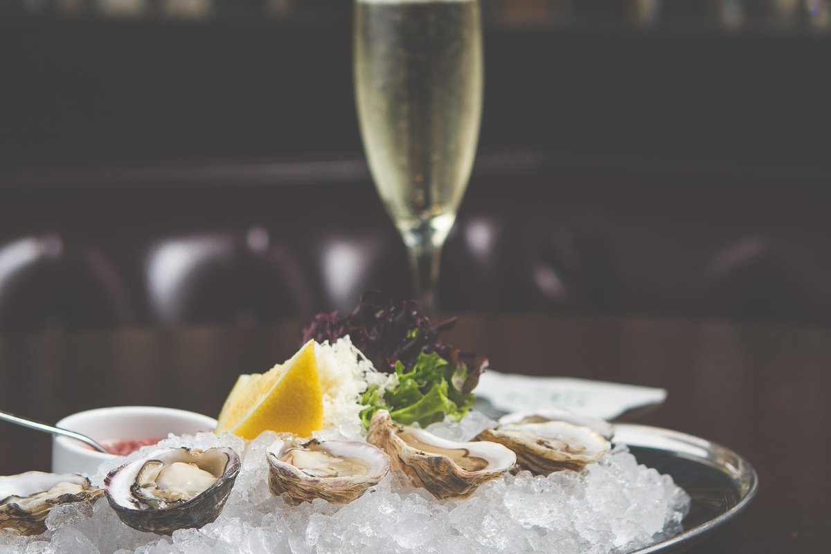 Happy Hour $1.50 fresh shucked Oysters paired with $7 Prosecco makes the happiest hours in Victoria!! Check out our new Happy Hour menu daily 3pm-6pm.  #happyhour #prosecco #oysters #buckashuck #yyjdeal #ultimatehappyhour #yyjevents #yyj #bardandbanker #yyjhappyhour