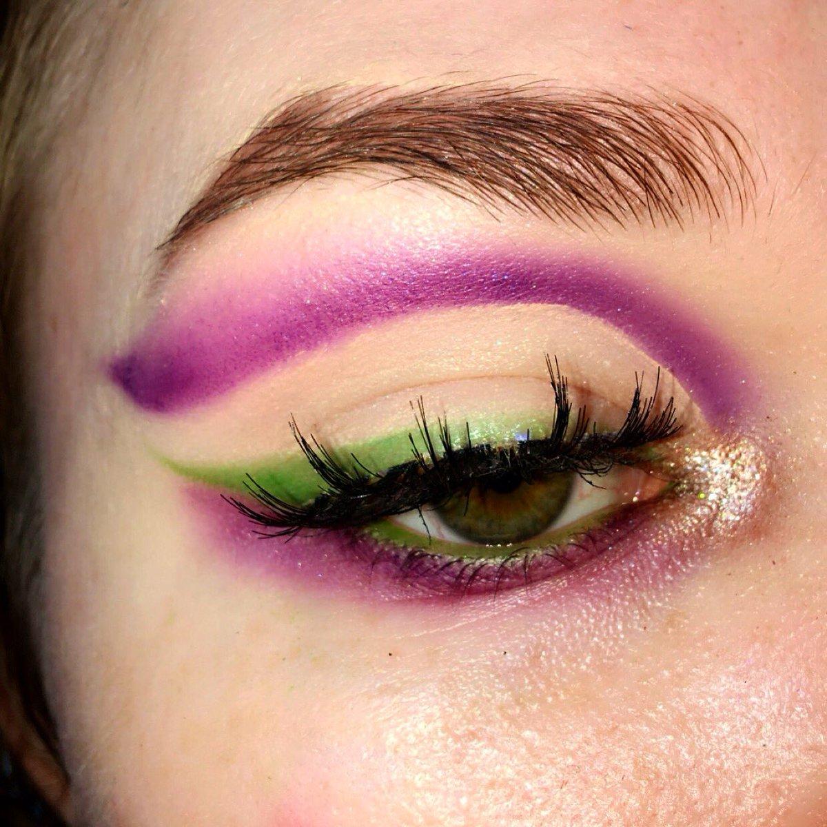 Mardi Gras@bhcosmetics aurora lights palette @morphebrushes james charles palette @stilacosmetics highlighter opulence   #eyeshadow #makeup #MakeupAddict #makeupart #makeupoftheday  #makeupjunkie #makeupartist #stilacosmetics #bhcosmetics #morphebabe #MardiGras2020pic.twitter.com/hjqply2p44