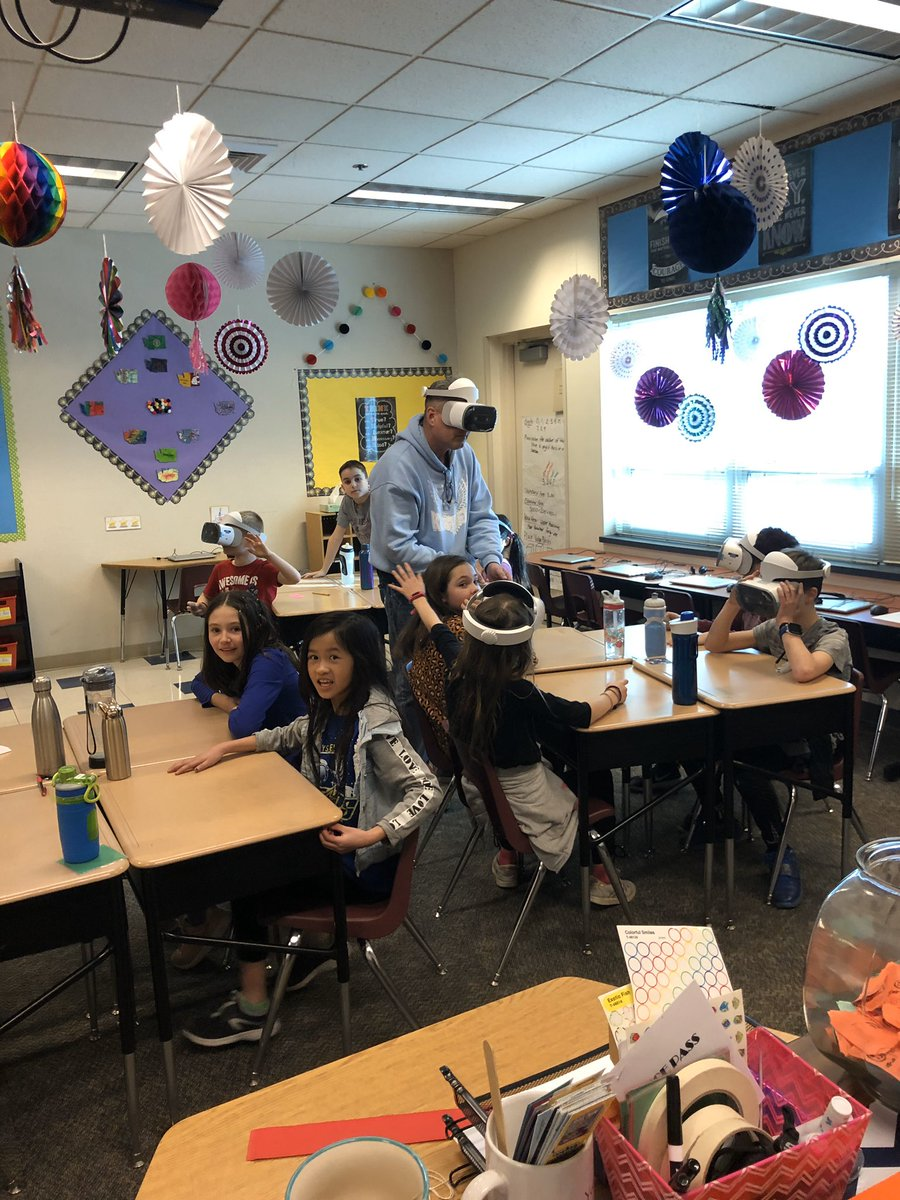 Mrs. Koerner's class learned how to use virtual reality goggles for their lessons on gravitational forces and energy - thank you PSD Tech Department and Mr. Cameron for teaching our Superstars how to use this amazing new technology! pic.twitter.com/Cgo70dnLBA