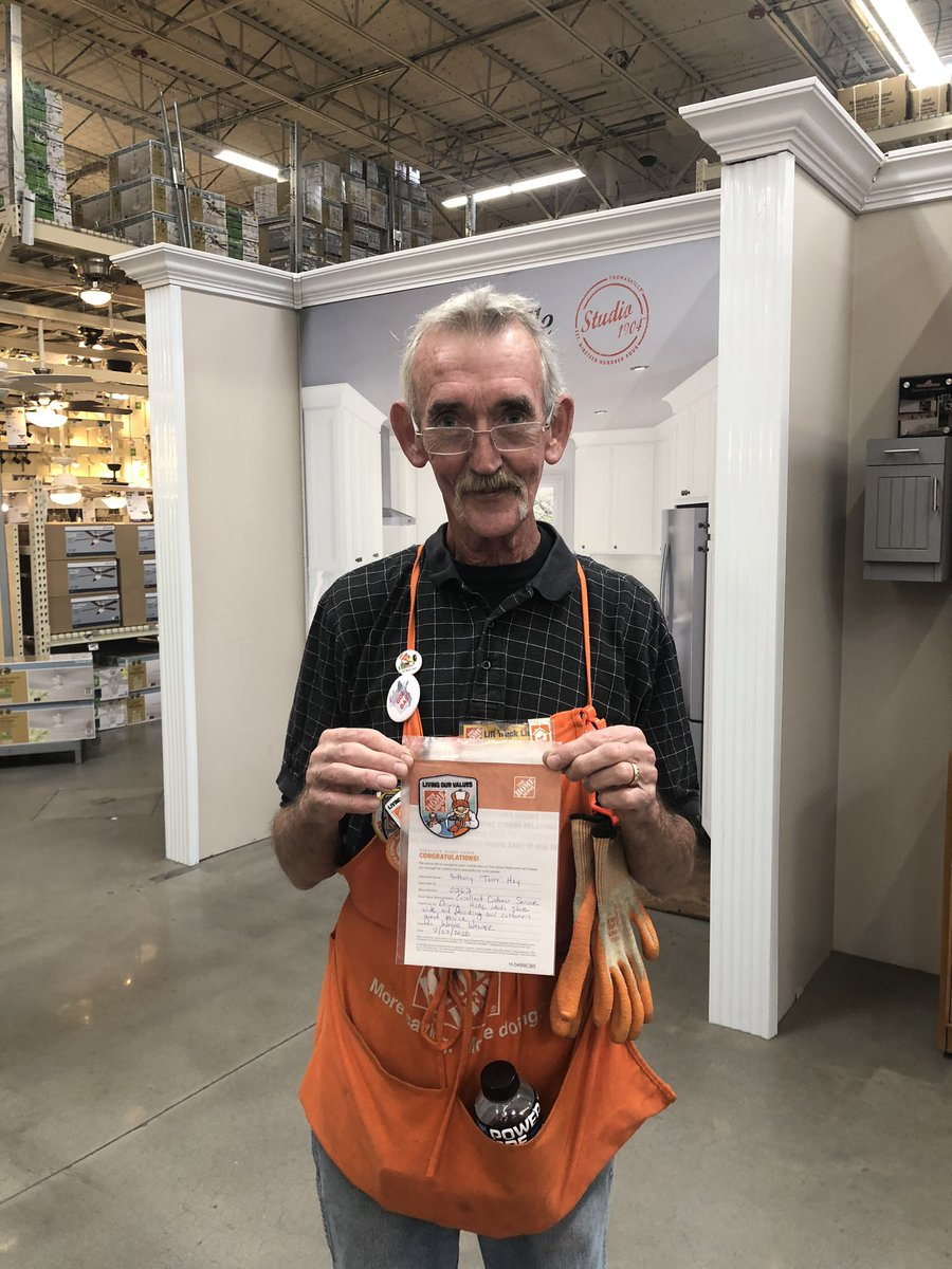 I challenged Tony to help get HVAC leads and he rose up to the challenge. Thanks for always helping build the pipe line! @nrk0680 @hd0262 #homedepot #homeraward #THDshoutoutpic.twitter.com/WJnKKZFprz
