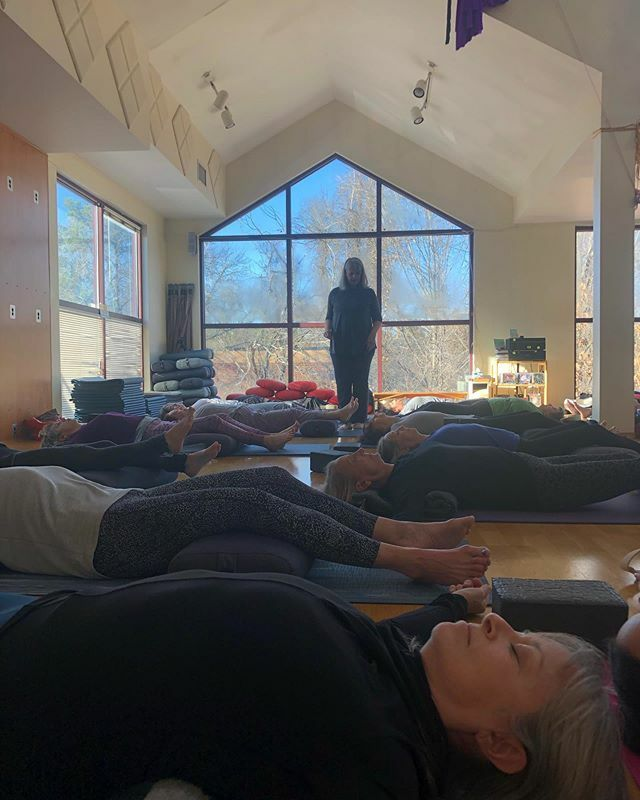 Thank you @cyndisphere for a nourishing weekend of movement, stillness, creativity and fun! #yoga #yogaworkshop #movement #stillness #creativity #meditation #restorativeyoga #vinyasaflow #mindfulness @cyndisphere @triangleyoganc https://ift.tt/2VfIhc4pic.twitter.com/FEmpziM4BE