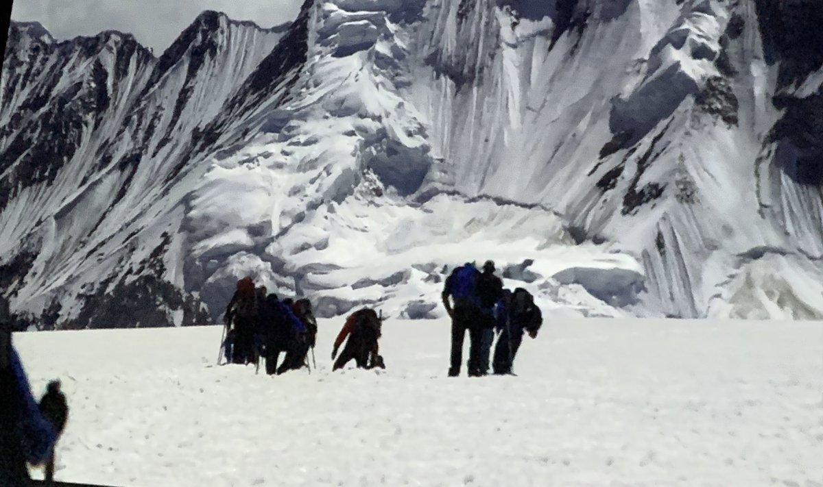 """Tarde de """"cine"""" con un amigo octogenario reviviendo su viaje al glaciar #Baltoro. Emocionante y casi épico. Igual tiene razón y la felicidad se parece a lo que ha hecho."""