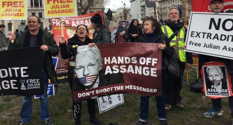 Protestan en calles de Londres contra extradición de Assange #EEUU https://lagazzettadf.com/noticia/2020/02/22/protestan-en-calles-de-londres-contra-extradicion-de-assange/…