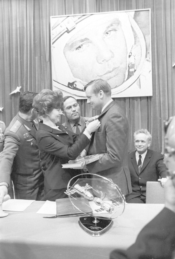 When Apollo returned safely, the Russians congratulated them!<br>http://pic.twitter.com/cNKjPR5Ybo