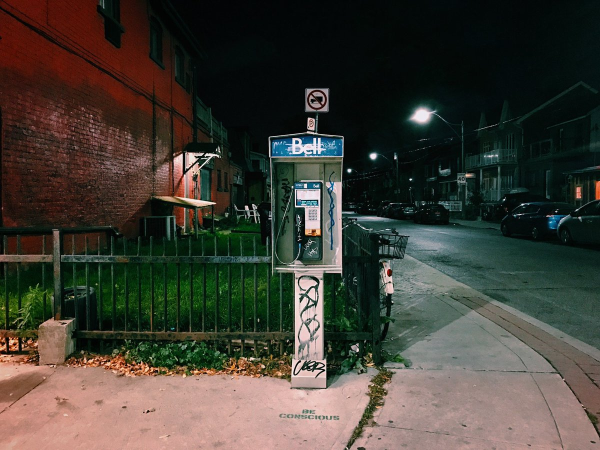 Been strolling Ossington and passed this payphone for years now. #streetsofToronto #bellpayphoneprojectpic.twitter.com/bpv4SgAkPT