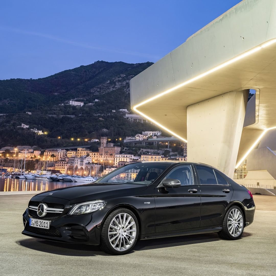 [Kraftstoffverbrauch kombiniert: 9,3–9,1 l/100 km | CO₂-Emissionen kombiniert: 213–208 g/km | http://mb4.me/DAT-Leitfaden  | Mercedes-AMG C 43 4MATIC Limousine]  A perfect fusion of sportiness, dynamics & pleasure  http://mb4.me/c-class-saloon-com_twr …. 📸 via @MercedesAMG  #MercedesAMG #C43