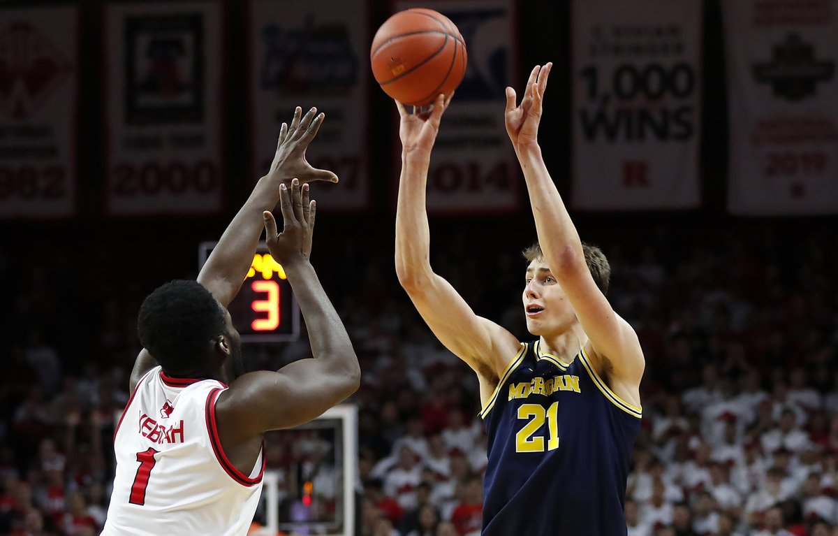 FINAL: Michigan 71, Purdue 61  : 22P, 5R, 3A, 2S Zay: 19P, 6R, 2B, 1S Big : 11P, 5R, 4A : 7R, 6A U-M Turnovers: 3  #GoBlue <br>http://pic.twitter.com/M5Hiy6pGzZ