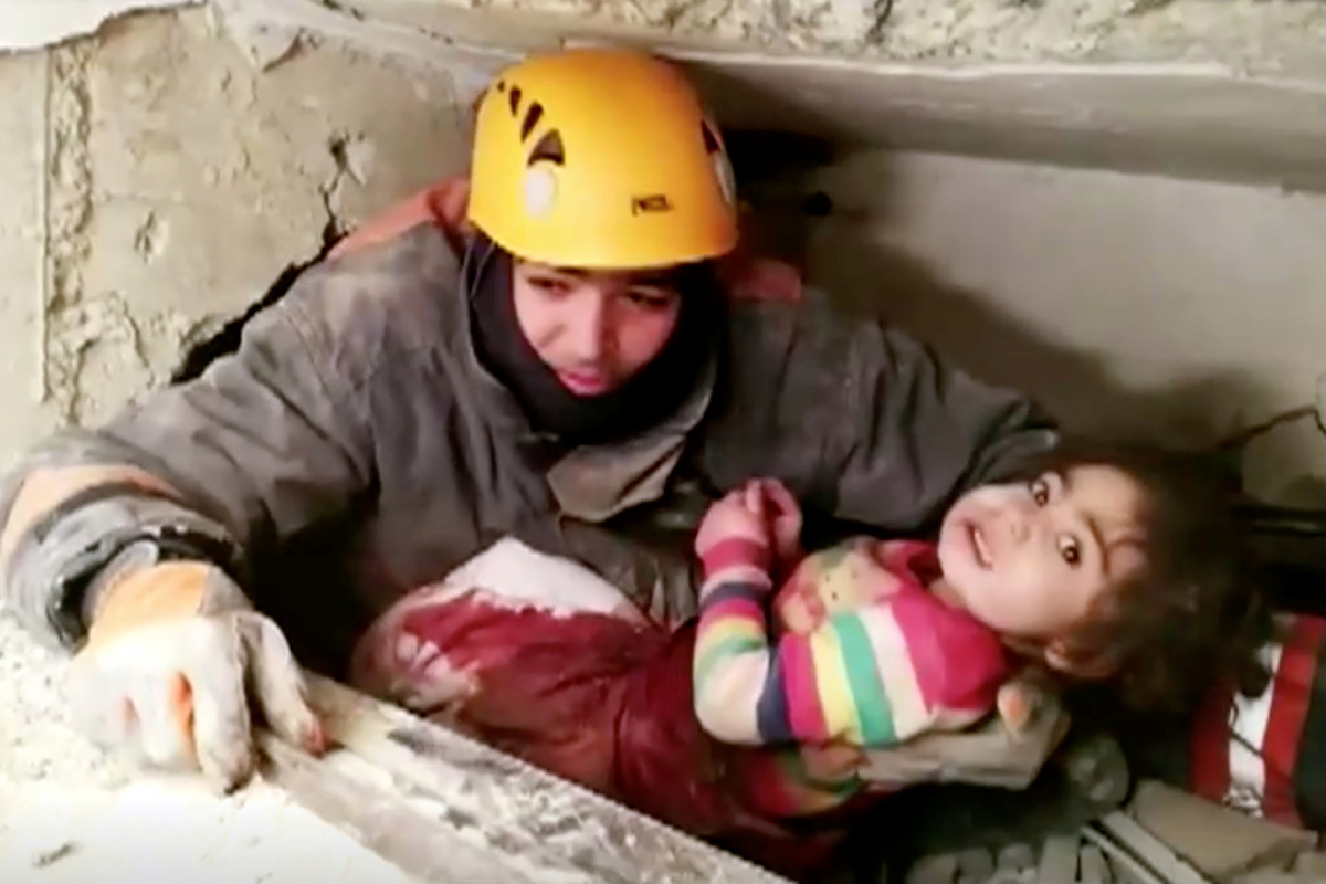 Moment girl, 2, is pulled from wreckage 28 hours after Turkish earthquake killed 35 and injured 1,500 - The Sun  https://www. thesun.co.uk/news/10822133/ moment-girl-2-pulled-wreckage-after-turkish-earthquake/   …  #EndofLifePlanning<br>http://pic.twitter.com/je4pU175Gx